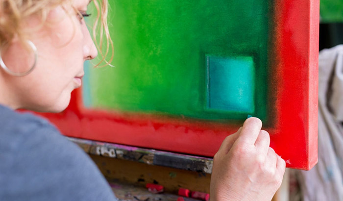 can you use oil pastels on canvas